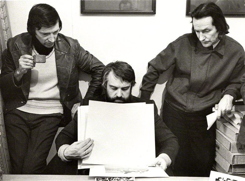 Aleksandras Macijauskas (first on the left) with colleages Antanas Sutkus and Romualdas Rakauskas, 1982. Photography: Algimantas Kunčius
