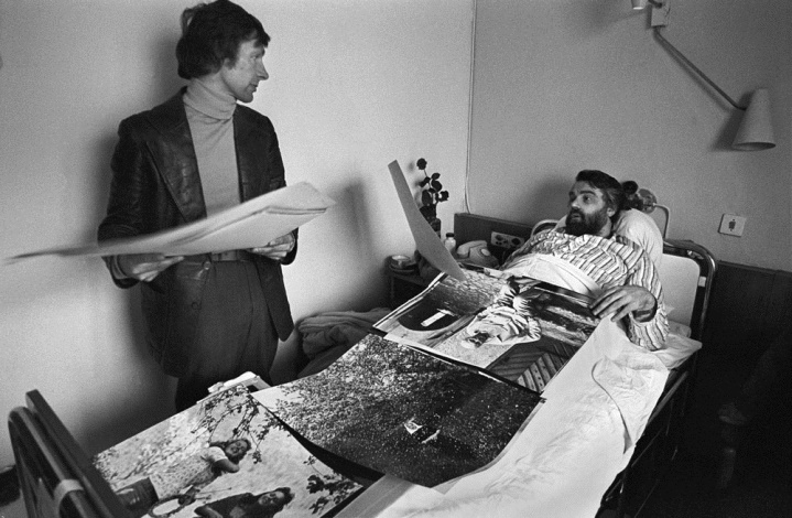 Romualdas Rakauskas and Antanas Sutkus in the hospital. From the series